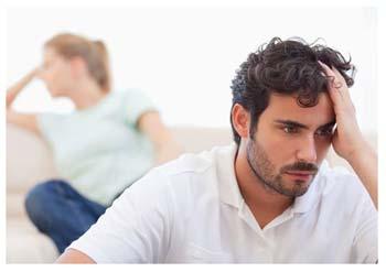 Женатый мужчина смотрит порно